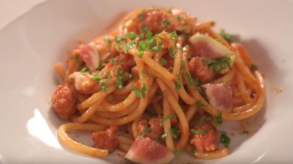 Salsiccia-ragu med färska fikon, chili och buffelmozzarella