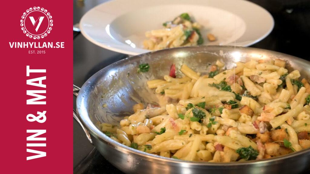 Härlig pasta med pancetta, grönkål och taleggio